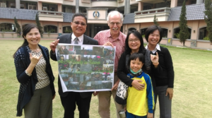 Dr. Jackson with Dr. Wang,  the school principal and teachers from the National Chiayi Affiliated Experimental School